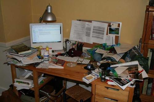 chaos und ordnung auf dem schreibtisch techblog43. Black Bedroom Furniture Sets. Home Design Ideas